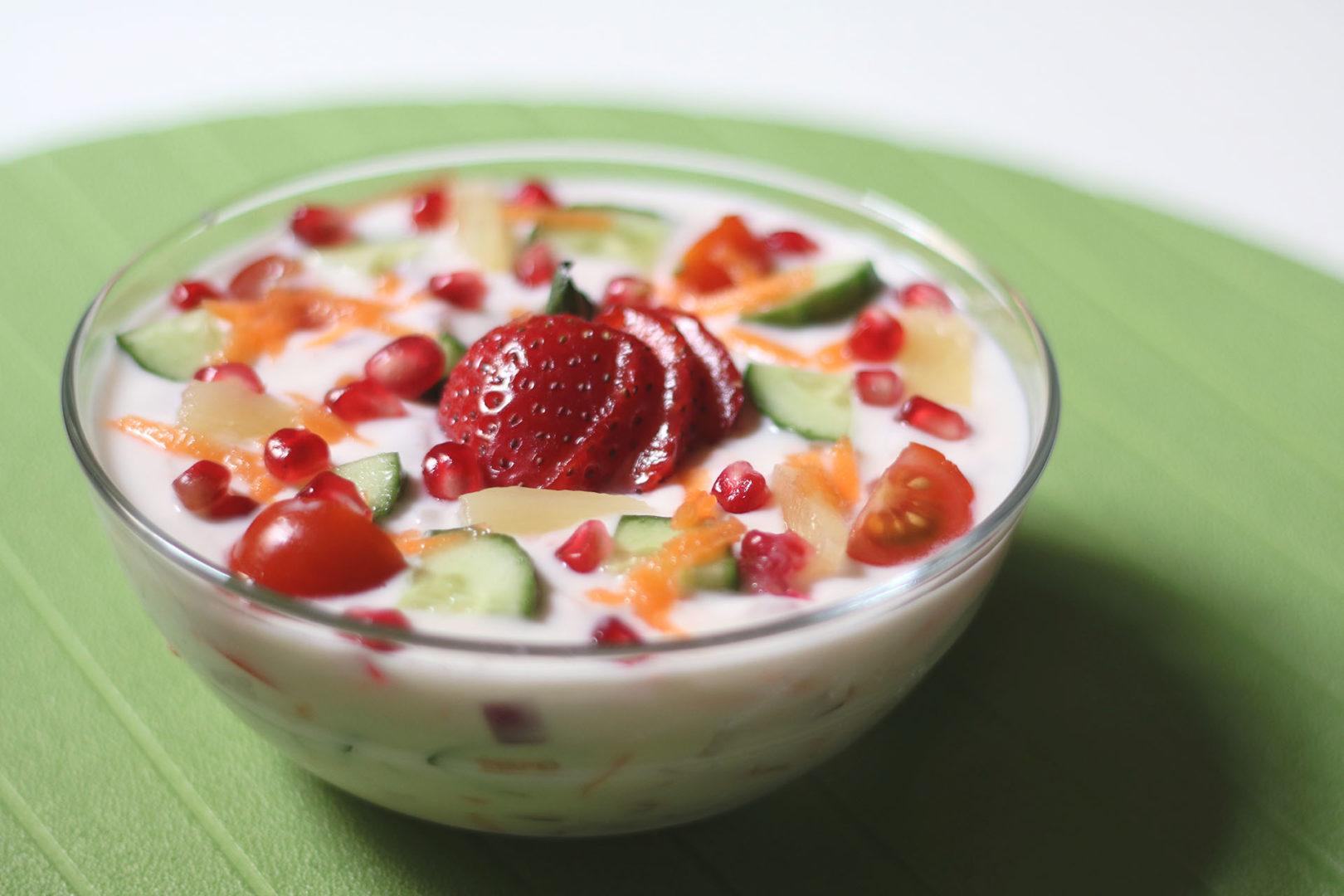وجبات خفيفة صحية - زبادي وفاكهة
