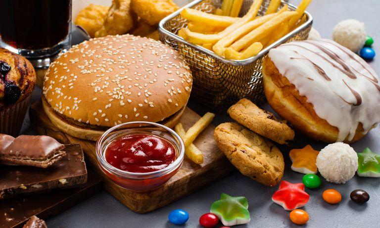 أسباب زيادة دهون البطن - أطعمة سكرية