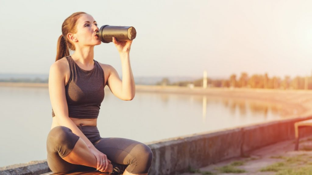 أفضل مكملات البروتين للنساء لزيادة الحرق