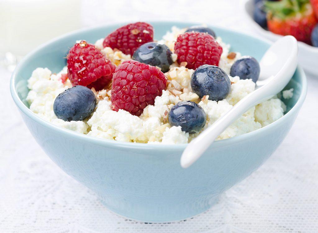 سناك صحي للدايت جبن وفاكهة