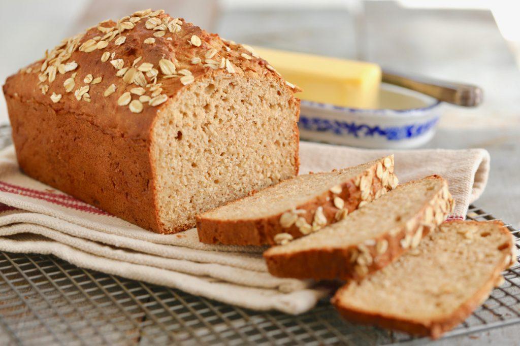 كم سعرة حرارية في الخبز القمح الكامل